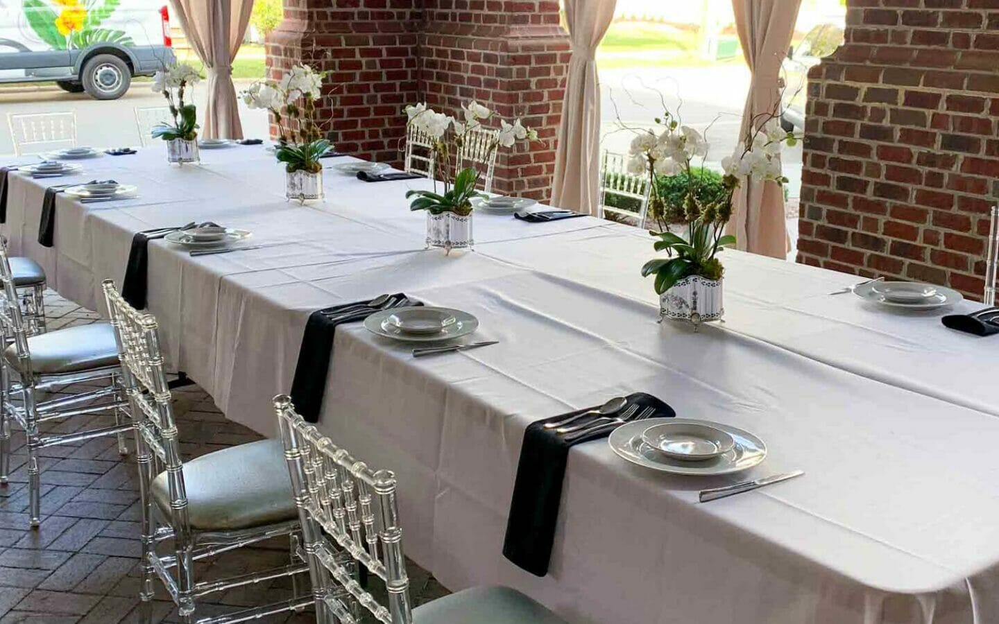outdoor meeting table setup for dinner
